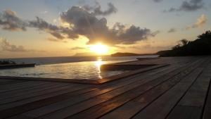 vue-mer-paysage-coucher-de-soleil-débordement-piscine-deck_villa-location-de-luxe01813